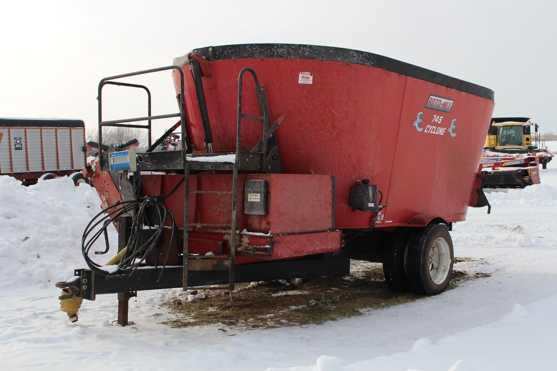 2013 Roto Mix CYCLONE 745 Feed Wagon