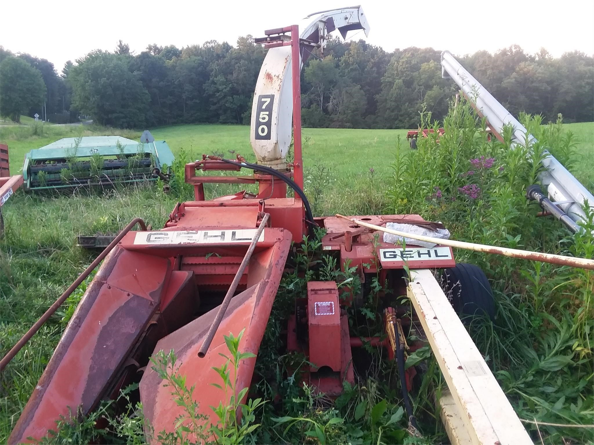 Gehl CB750 Pull-Type Forage Harvester