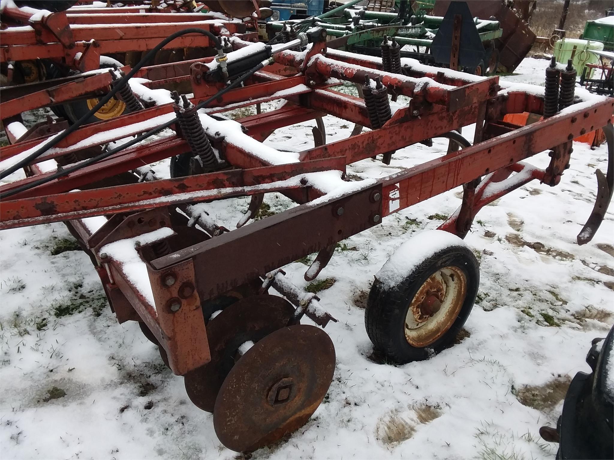 International Harvester 5500 Chisel Plow