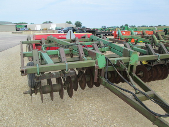 1987 John Deere 712 Chisel Plow