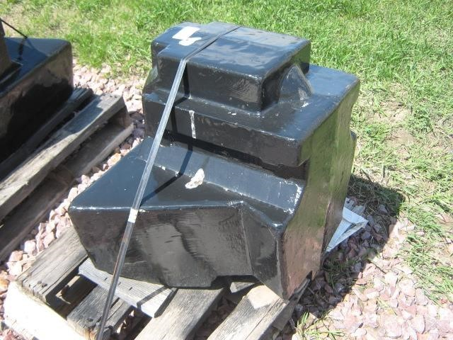 2012 AGCO 1000lb belly weight Miscellaneous