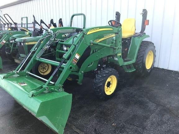 2013 John Deere 3320 Tractor
