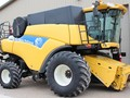 2008 New Holland CR9040 Combine