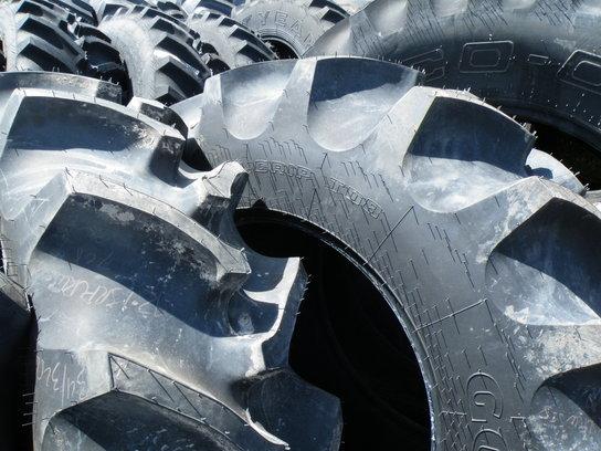 2012 Goodyear 420/90R30 Wheels / Tires / Track