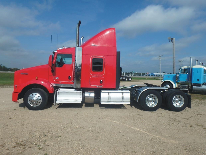 2013 Kenworth T800 Semi Truck