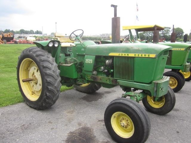 1970 John Deere 2520 Tractor