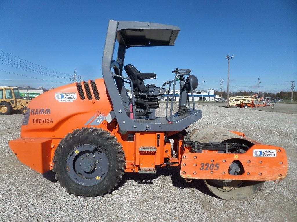 2013 Hamm 3205 Compacting and Paving