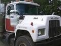 1990 Mack RD690S Semi Truck