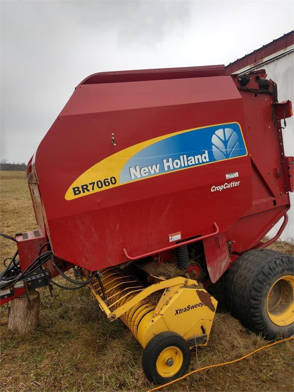 New Holland BR7060 Round Baler